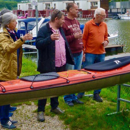 Das frisch getaufte Boot darf zur Jungfernfahrt zum Donaukanaltreiben nach Wien, Tulln-Wien in gemütlicher Teilung.