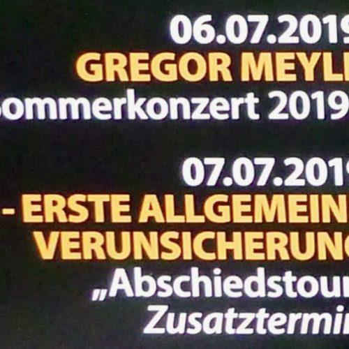 Beim Campingplatzeingang gibt es auch Informationen über die Donaubühne: EAV Abschiedskonzert am Sonntag abends von der EAV-Legendenband