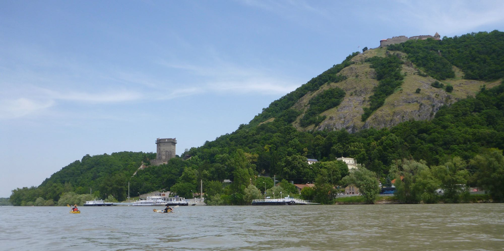 Vorbei an der Raubritterburg Visegrad geht es in den Szentendrekanal